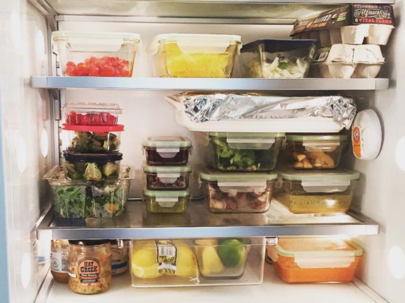 Μπαίνει το δοχείο φαγητού για φούρνο μικροκυμάτων στο ψυγείο;