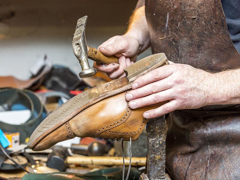 Η Επιδιόρθωση Παπουτσιών Επεκτείνει το Χρόνο Ζωής τους