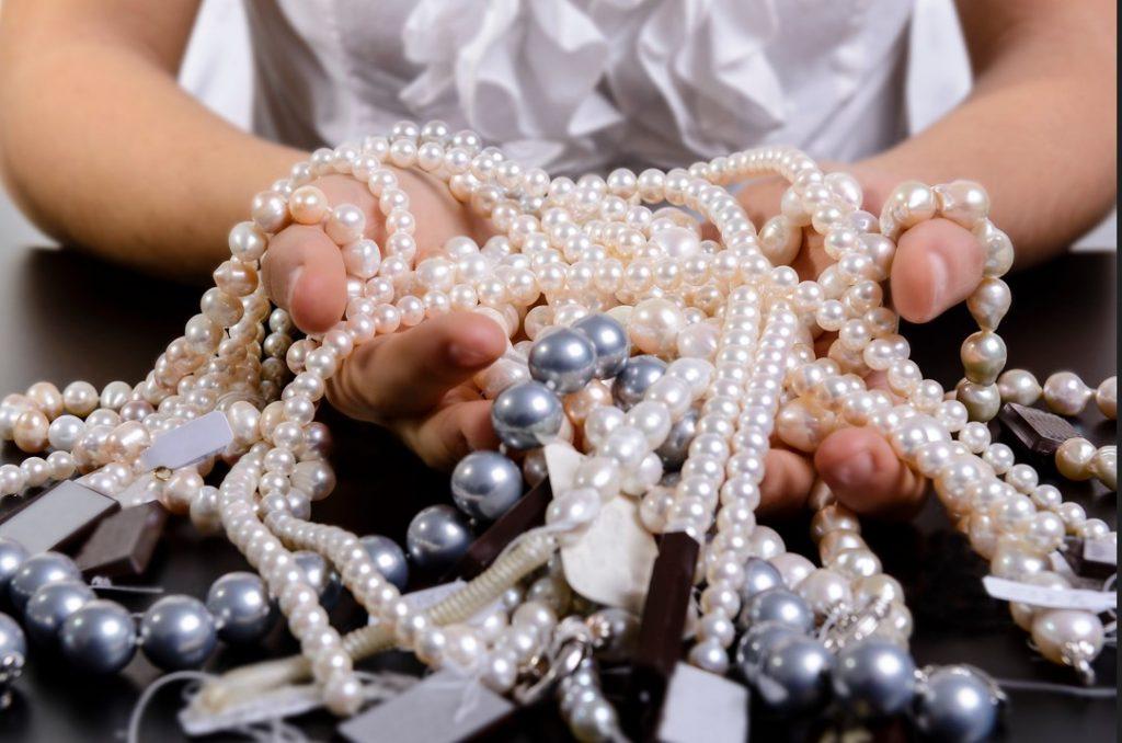 κοσμήματα με μαργαριτάρια
