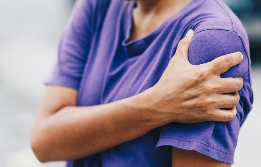 Η φυσικοθεραπεία ώμου δίνει λύση στο πρόβλημα των πονεμένων ώμων